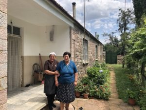 Dorfbewohnerinnen in Albanien