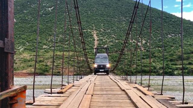 Hymercar Grand Canyon S auf Hängebrücke