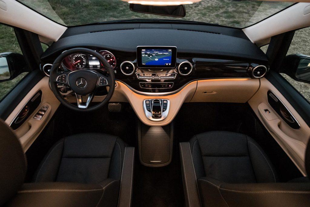 Innenansicht Cockpit des Mercedes Marco Polo Campervan