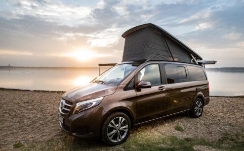 Mercedes-Benz Campervan Marco Polo mit geöffnetem Schlafdach