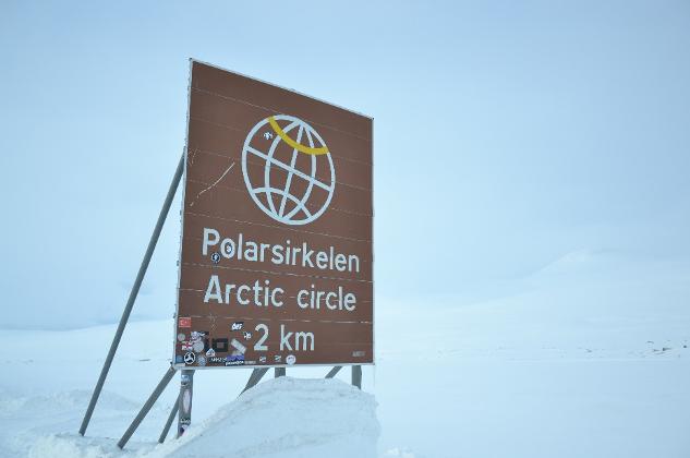 Schild am Norpolarkreis