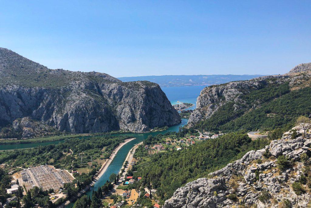 Meerblick von der Straße über die Berge nach Montenegro