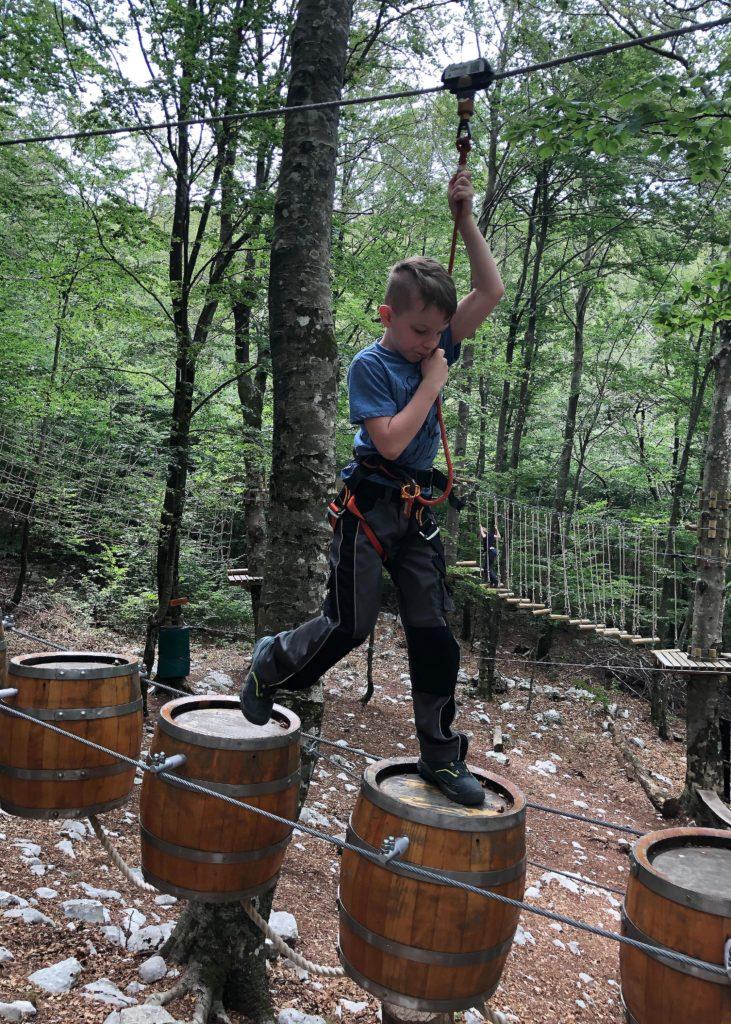 Konzentration und Kondition im Vrbanj Adventure Park in Herceg Novi