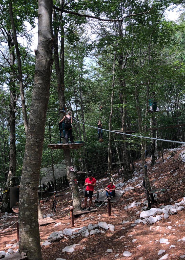 Schattige Abwechslung im Kletterpark VRBANJ in Montenegro