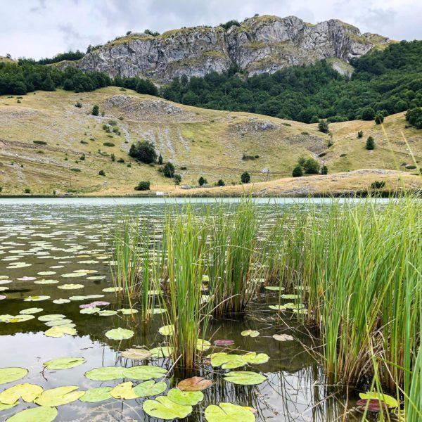 Idylle am Bukumirsko jezero auf der Krug oko Korita