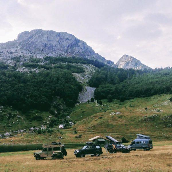 Der Offroad-Camper zwischen schweren Offroadern