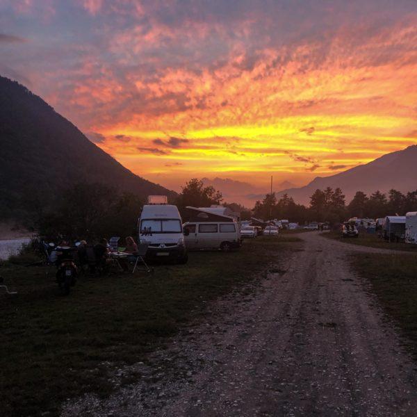Sonnenuntergang im Camp Garbje an der Soca