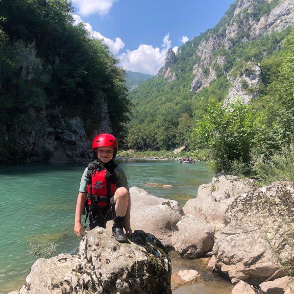 Gut gerüstet mit Neoprenanzug beim Tara Rafting Montenegro