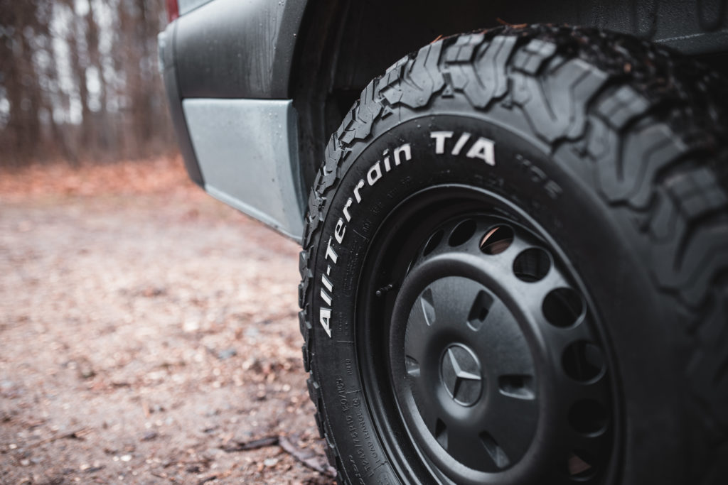 All-Terrain-Reifen einem Allradwohnmobil