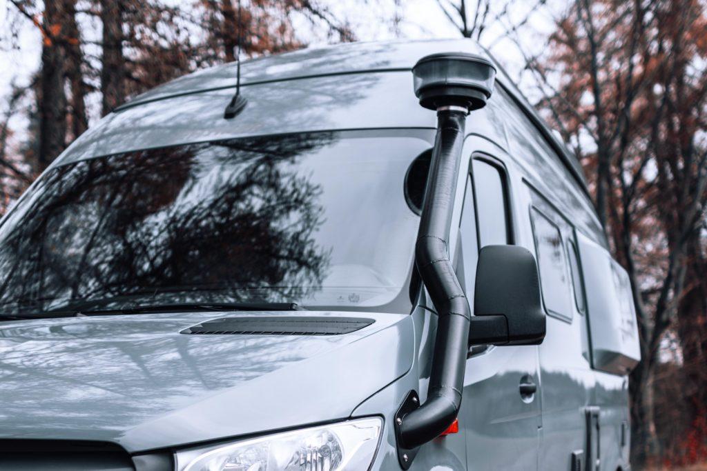 Allradwohnmobil Hymer Grand Canyon mit Snokel und AT-Reifen