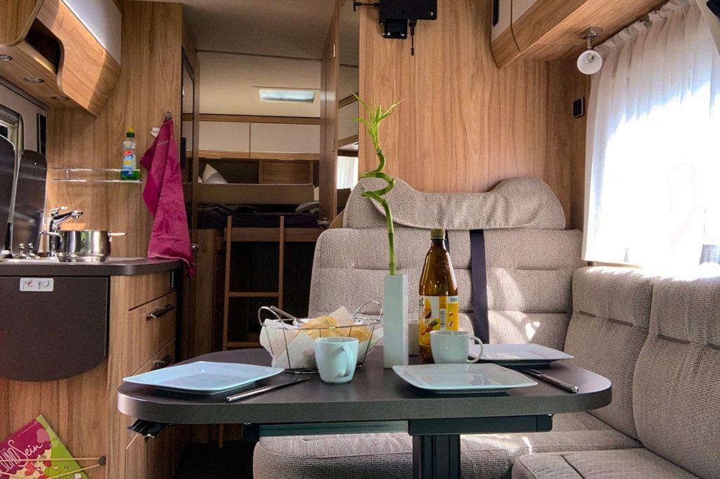 Im Allradwohnmobil kann man komfortabel leben.