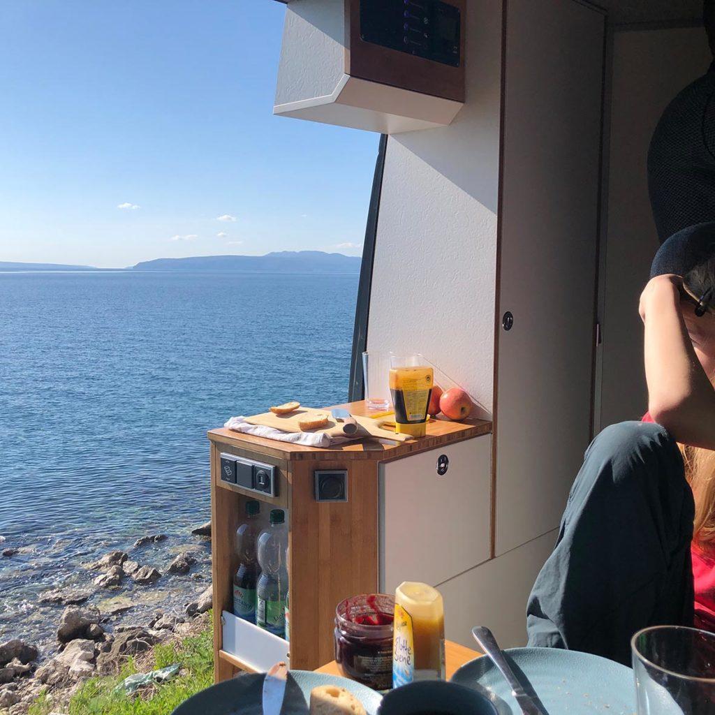 Frühstück im Camper in Opatija